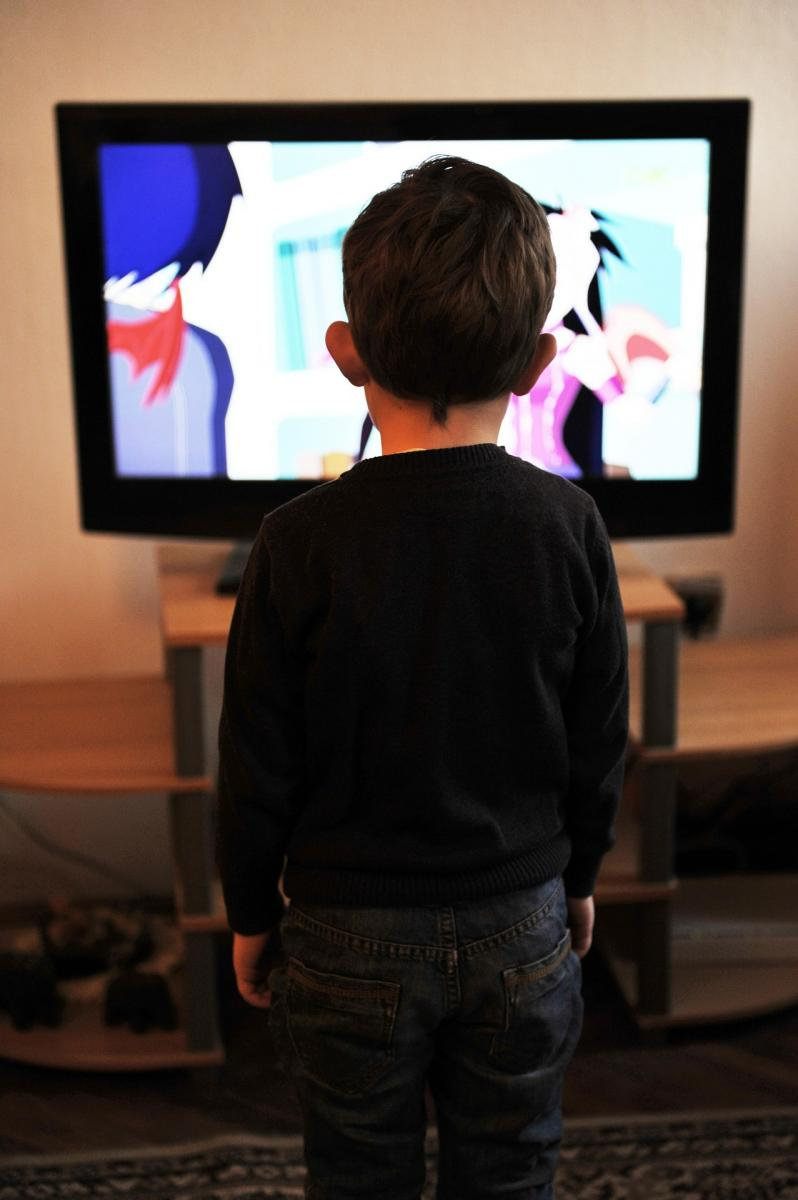 Child watching tv. Photo credit mojzagrebinfo at pixabay