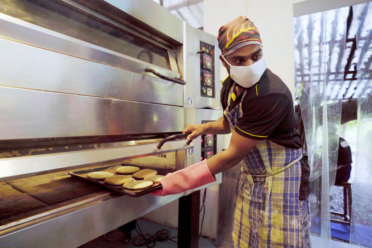 Pure Brot baker Hitesh at work © Impossible Foods LLP