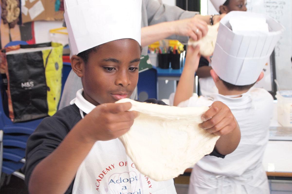 Kids baking © Alys Bannister / Adopt a School