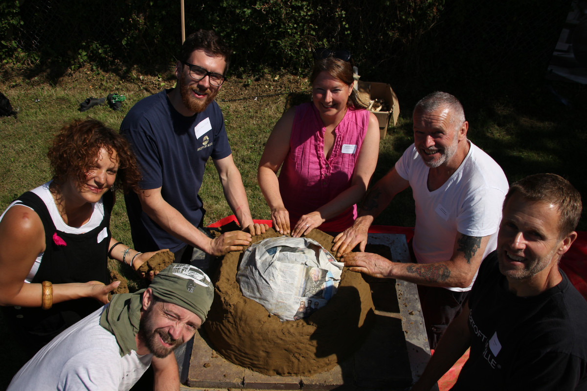Duncan Glendining leads clay oven builders, by Chris Young