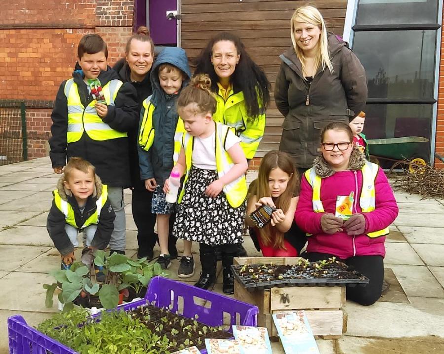 Planting at Hessle Road Network. Credit: Hull Food Partnership