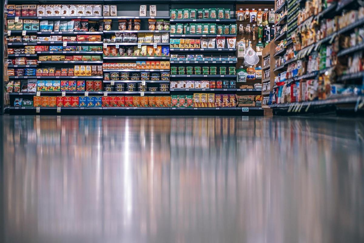 Supermarket shelves. Photo credit: pexels