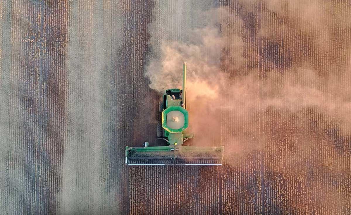 Combine Harvester South Australia. Credit: Kirsty Hulme, Shutterstock