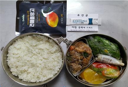 Example meal delivery. Photo credit: Eunpyeong Senior Welfare Center, Seoul, South Korea