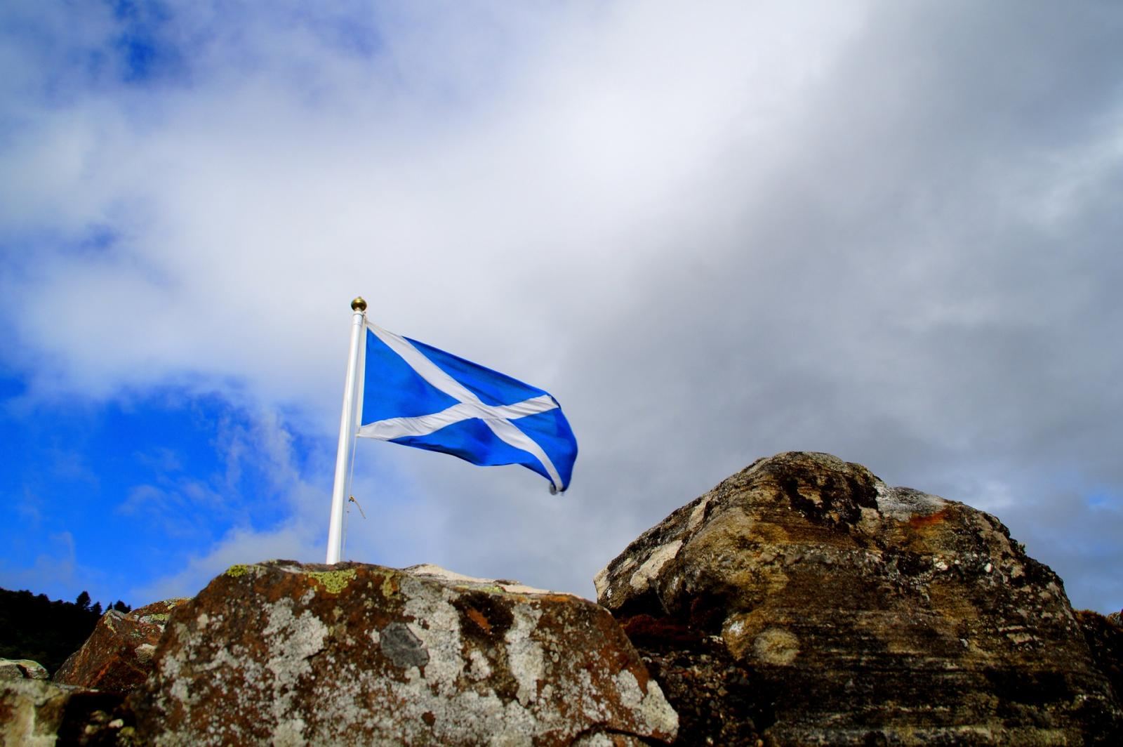 Scotland flag flying at Loch Ness. Photo credit: Pixabay