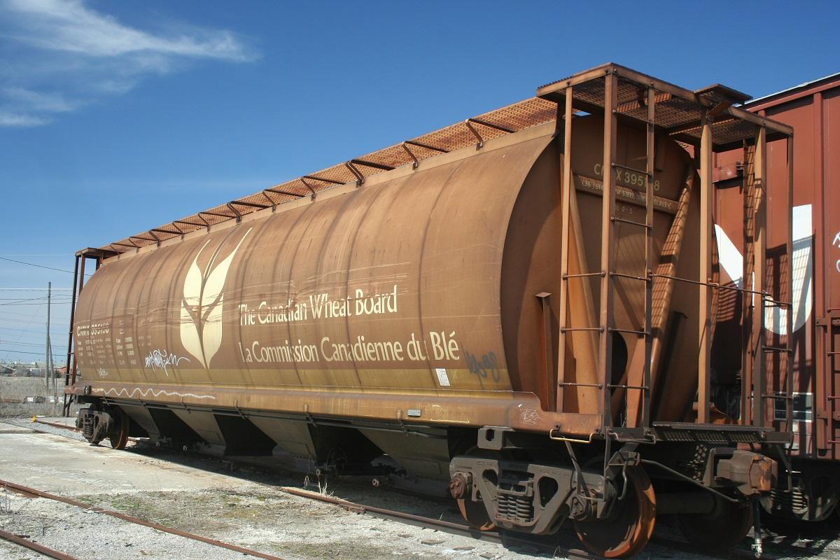 Long-distance wheat cargo train by Canadain Wheat Board CC-BY-SA 2.0
